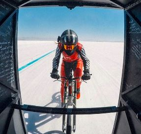 bonneville-salt-flats-woman-cyclist-record